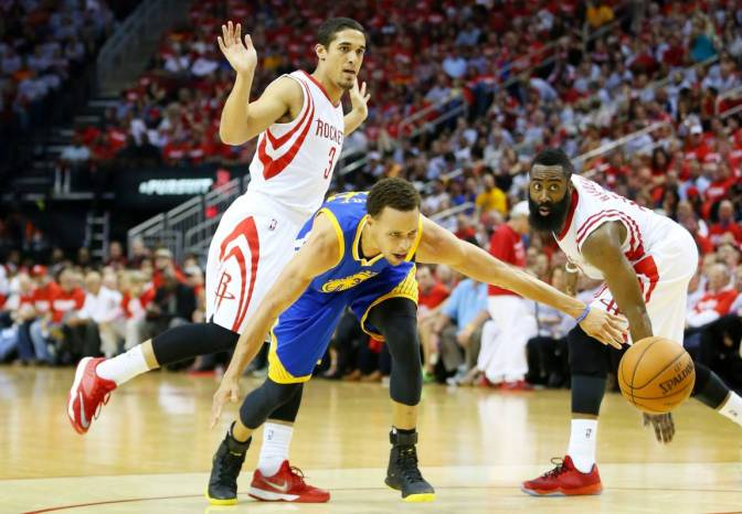 Golden State y Curry humillan a los Rockets (115-80)
