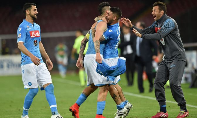 Un Napoli demoledor atropella al Milan que no ve luz