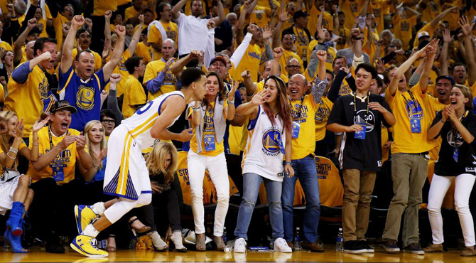 Warriors vence en el caos