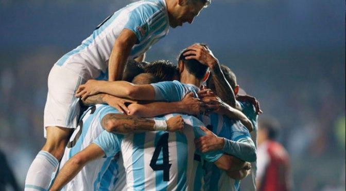 Argentina vapuleó a Paraguay y está en la final