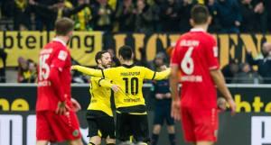 Mkhitaryan celebrando el único gol del encuentro.