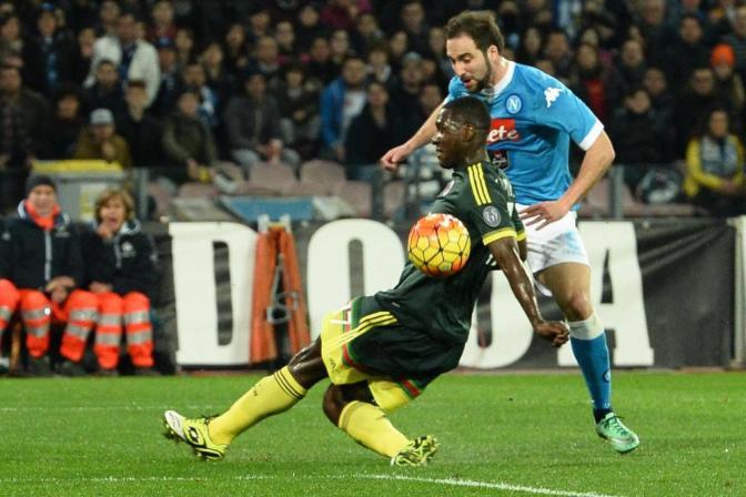 El Napoli no puede retomar la punta, El Milan conquista un punto de oro