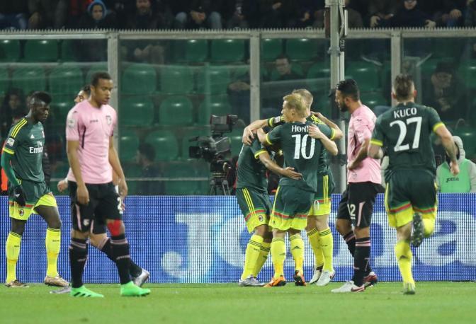 Bacca lleva al Milan de la mano hacia el camino del Exito