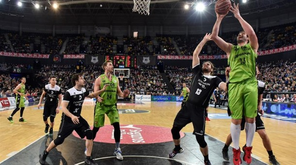 El Dominion Bilbao Basket se lleva el derbi vasco ante el RETAbet.es GBC (80-71))
