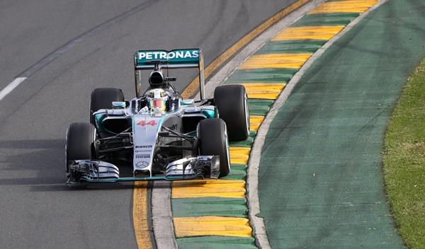 Hamilton gana la 'Pole' en Australia